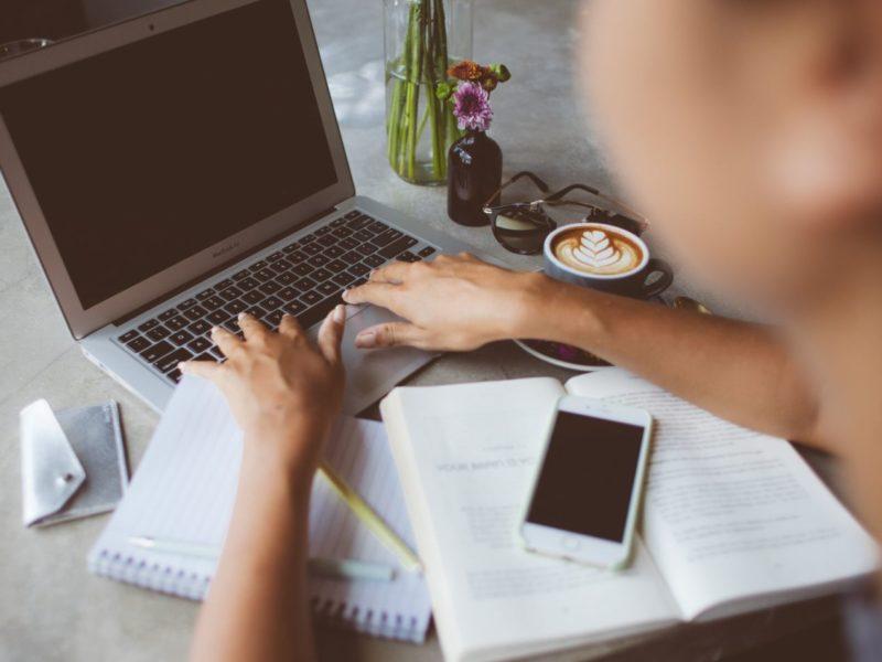 mogen advocaten wel bloggen